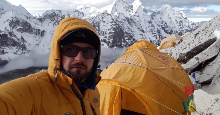 Himalaya, cel mai frumos munte al lumii, urcat solo de un alpinist român