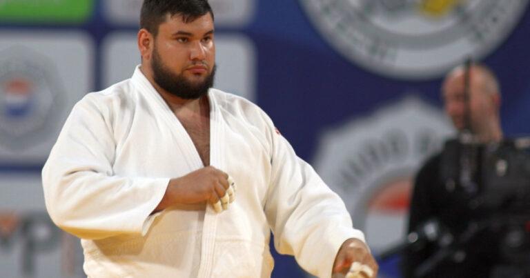 Judoka Moș Crăciun! Uriașul cu inimă de aur la categoria +100kg de bunătate